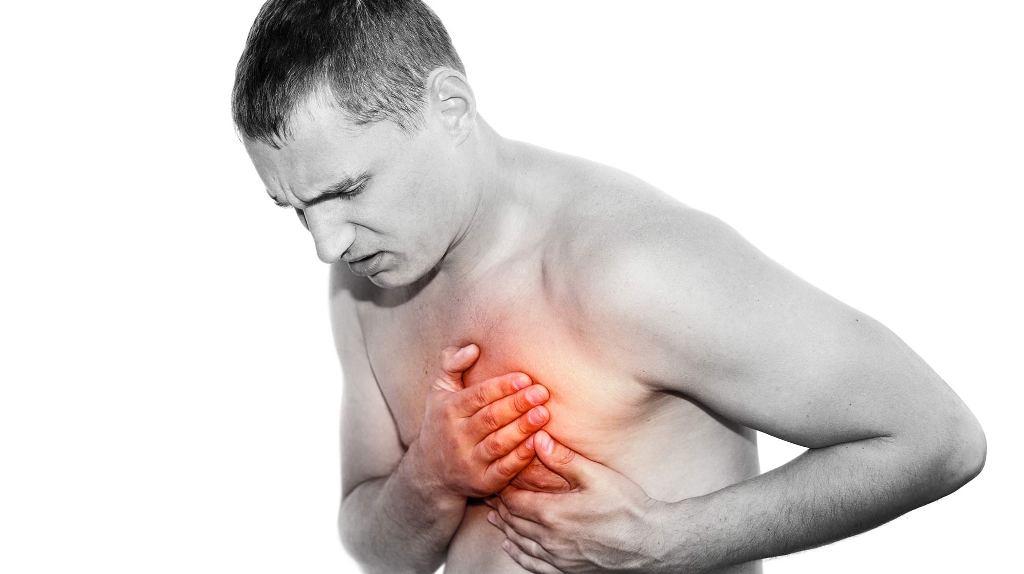 Сильная боль в грудине слева